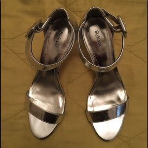 NWOT Silver chrome ankle strap dress shoes